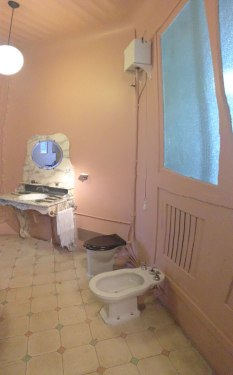 "en suite bathroom (a real luxury) in Casa Milà, designed by Gaudí (with ""halar la cadenza"" flushing technology)"